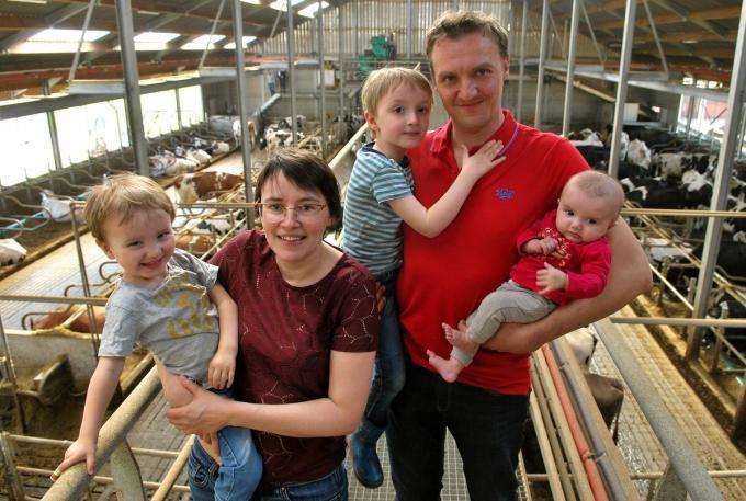 Steven van Parys met echtgenote Fien Vandeputte en de kinderen Arthur, Ruben en Marthe. (foto Marc Valcke)