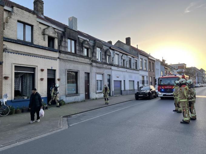 De brandweer moest niet meer blussen, maar controleerde wel het gebouw.©Jeffrey Roos JR
