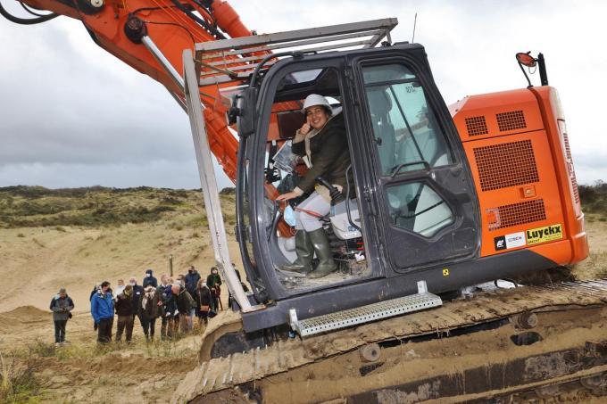 Minister Zuhal Demir gaf in oktober 2020 de eerste 'kraansteek' in de Sahara.©Myriam Van den Putte MVO