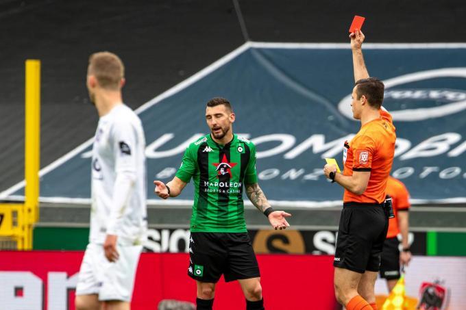 Dimitar Velkovski kreeg rood.©KURT DESPLENTER BELGA