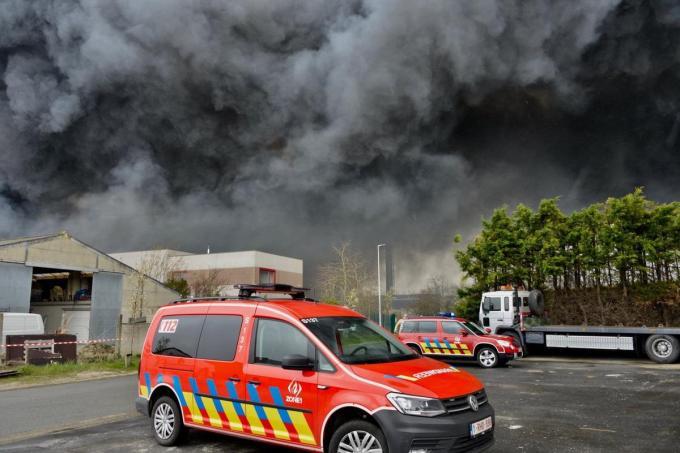 De brand zorgde voor een enorme rookpluim.© MM