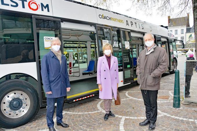 Griet Coppé samen met een delegatie van het bedrijf Alstom.© (foto Jos)