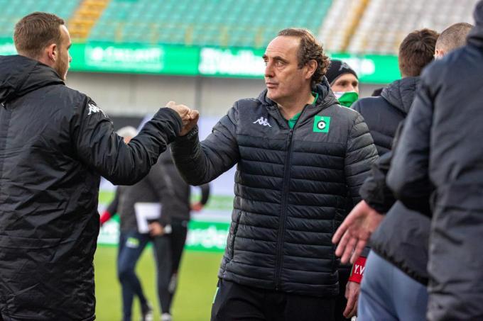 """Coach Yves Vanderhaeghe: """"Niet rekenen, we moeten het straks zelf doen. Desnoods in twee matchen.""""© BELGA"""