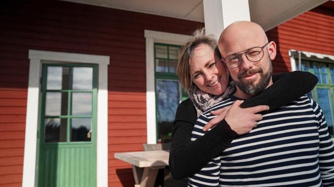 """Monique en Staf bouwen een nieuw leven op: """"We zijn hier heel gelukkig, ja."""" (foto VTM)"""