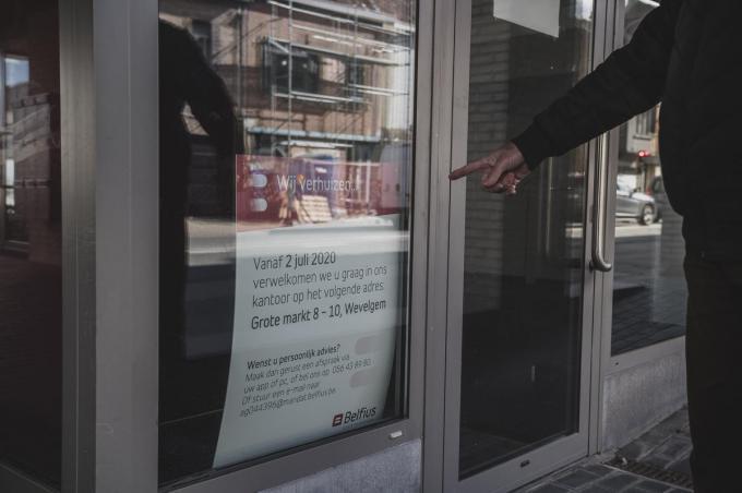 De reden voor het verdwijnen van de kantoren is simpel: we stappen met z'n allen minder vaak een kantoor binnen. Maar daar zijn de senioren nu vooral de dupe van.© Olaf Verhaeghe