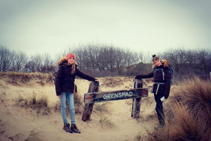De zusjes vertrokken vanaf het Grenspad in De Panne voor een tocht van 85,63 kilometer.© TP