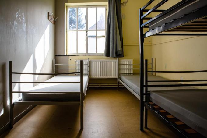 De kamers zijn 'basic' ingericht.© Davy Coghe