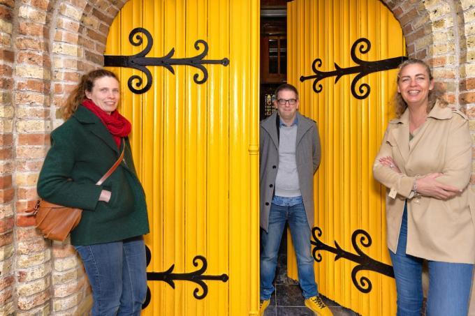 Charlotte Coudeville (cultuur Middelkerke), Nick Ervinck en schepen Natacha Lejaeghere.© LC