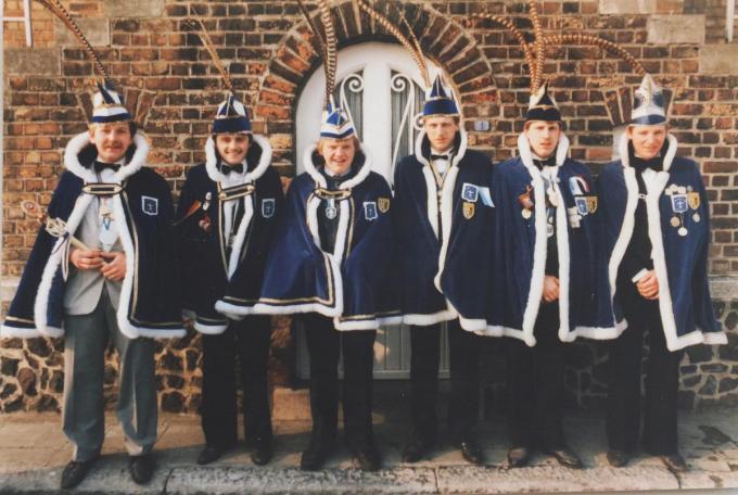 rechts prins Freddy Salembier in 1981,tweede van rechts Eddy Degroote in 1982,zijn broer Philip Degroote in 1983,Henk Bille in 1984,prins Mahieu in 1985 en Eric Flamand in 1986 en 1987. (foto EF)©Eric Flamand