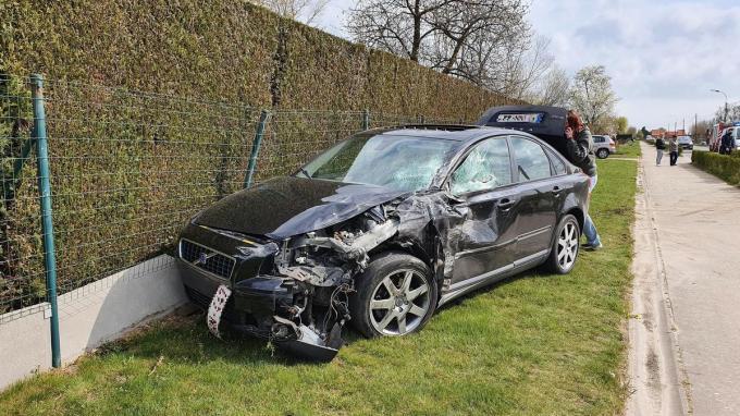 De Volvo was helemaal vernield.© JH