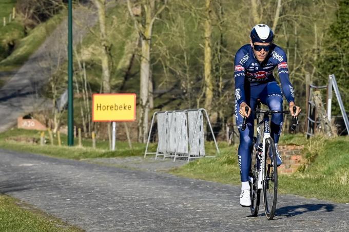 Xandro Meurisse tijdens de verkenning van de Omloop Het Nieuwsblad. (belga)©DIRK WAEM BELGA