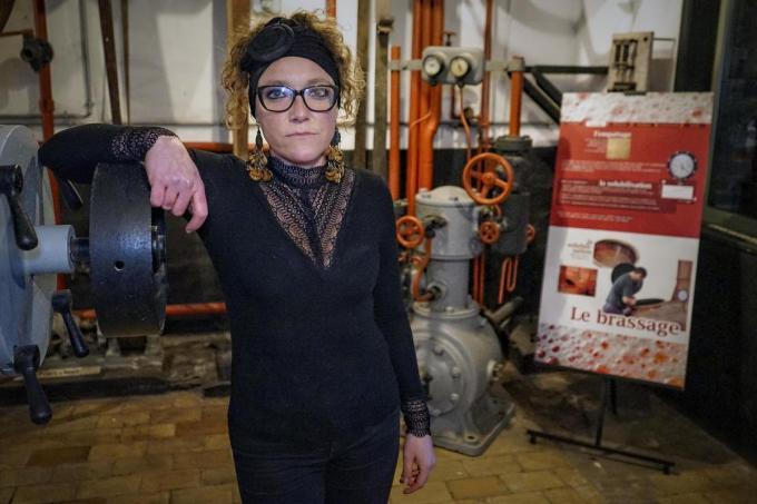 """Emilie Vasseur van het Brouwerijmuseum: """"Volgens de overheid is dit geen echt museum en we moeten dus de regels van de horeca volgen.""""© CLL"""