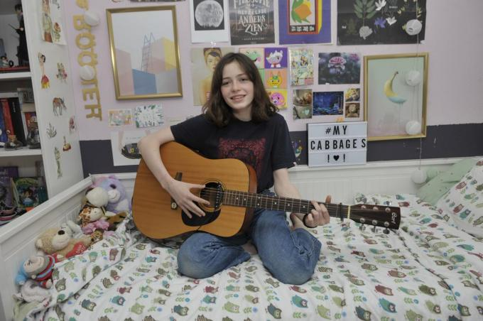 Helena in haar kamer, waar ook de clip werd opgenomen.© PADI