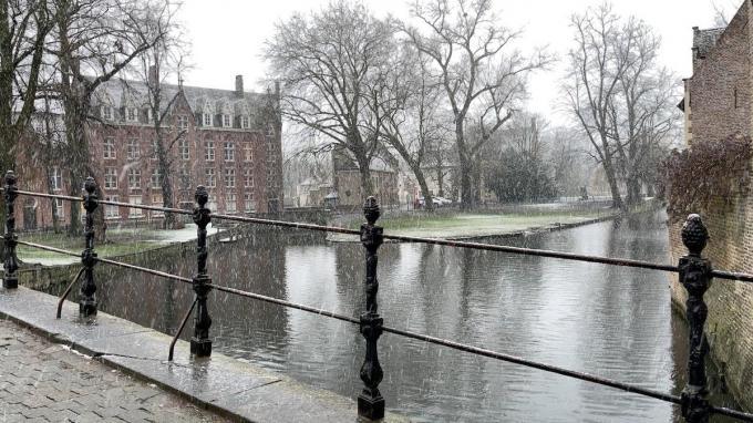 Maandag 12 april zijn buien van regen, korrelhagel of (smeltende) sneeuw mogelijk.© gf