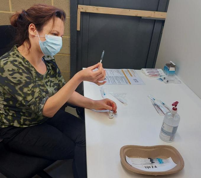 Het wordt steeds drukker in ons vaccinatiecentrum van Poperinge© LB