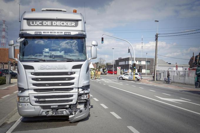 Door de aanrijding werd de vrachtwagen licht beschadigd.© CL