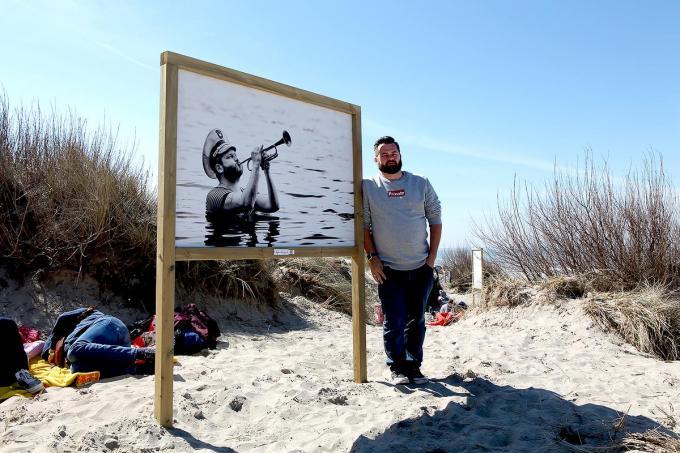 Op 300 meter strand bemerk je maar liefst 32 portretten van Vlaamse popmuzikanten.© PADI/Daniël