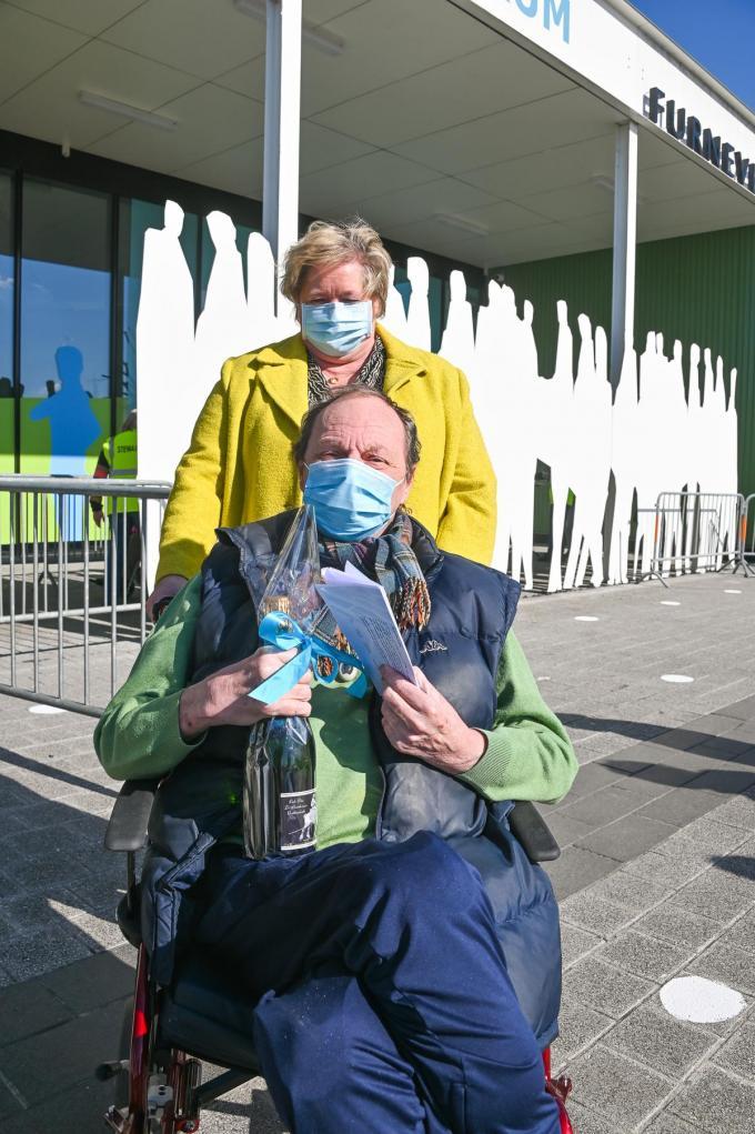 Gilles Brogniez kreeg de 10.000ste prik.©Sofhie Legein Sofhie Legein/gemeente Koksijde