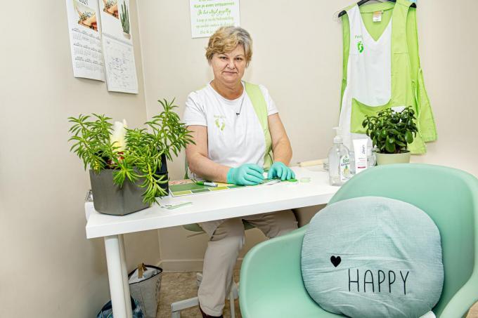 Kris Vermeulen vond haar heil in een nieuwe job als hand- en voetverzorger. (foto JCR)©JOKE COUVREUR