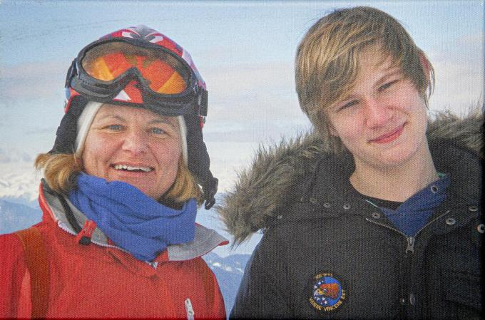 Mama Kris samen met haar zoon Ward Vermeulen, die in september 2014 overleed.©JOKE COUVREUR