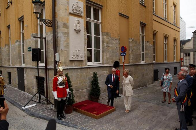 In september 2016 onthulden prinses Astrid en minister-president Geert Bourgeois de buste van Charles II in de Hoogstraat bij de viering van van het 600-jarig bestaan van de Koninklijk Hoofdgilde Sint-Sebastiaan.© Davy Coghe