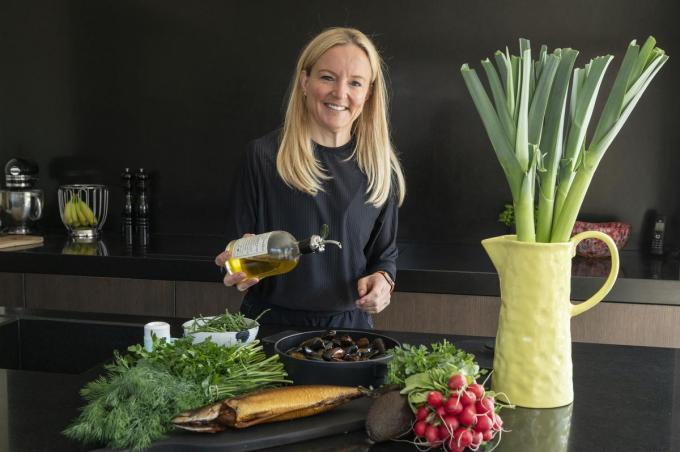 Eveline Vancauwenberghe is graag met gezonde voeding bezig.© SB