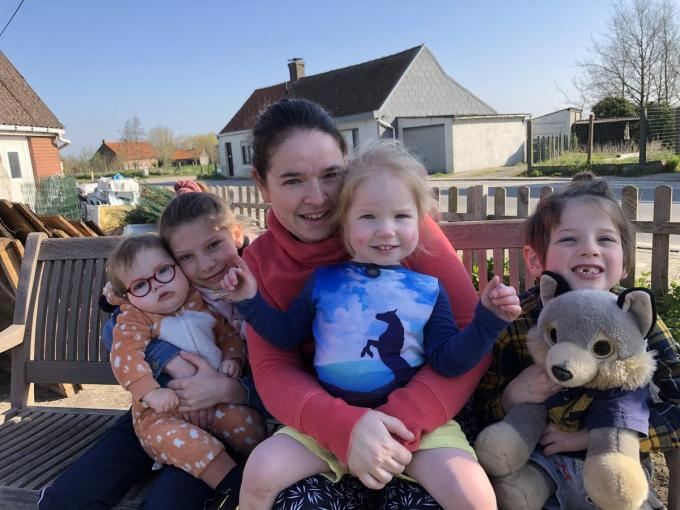 Op de foto Steffy met haar kinderen. Thyren, Aïcha, Joycie en Symen.© RVL