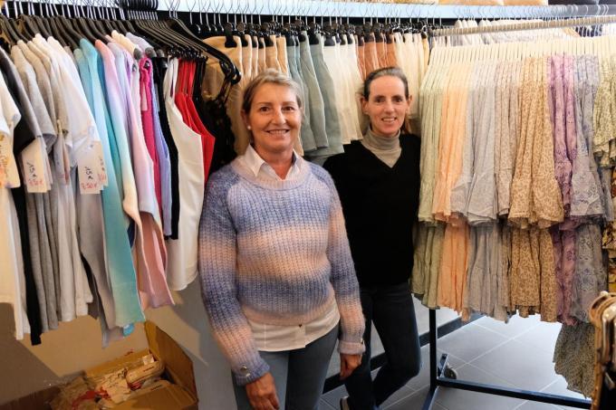 We herkennen verkoopster Ann Vermeersch en zaakvoerder Mireille Dugardeijn.© BC