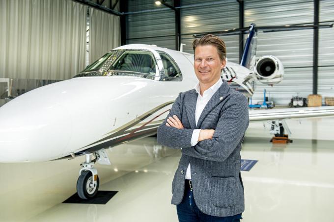 """Dominiek Deman van Luxaviation: """"Ik denk niet dat we straks met zijn allen minder zullen vliegen, integendeel. Deze crisis toont aan dat we erg op onze vrijheid gesteld zijn."""" (foto Joke Couvreur)©JOKE COUVREUR"""