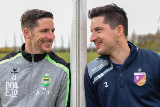 Timothy en Jeremy Craeye ruilen het voetbalveld eventjes voor de koersfiets.© MG