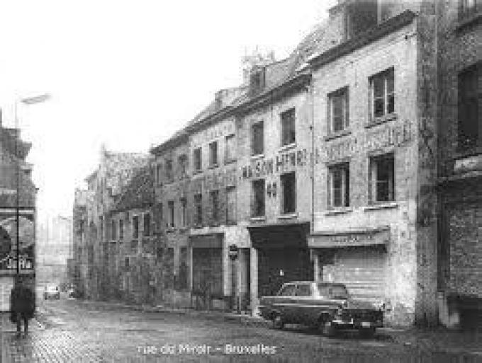 De Spiegelstraat in Brussel waar Jef Vansteeland op kot zat.