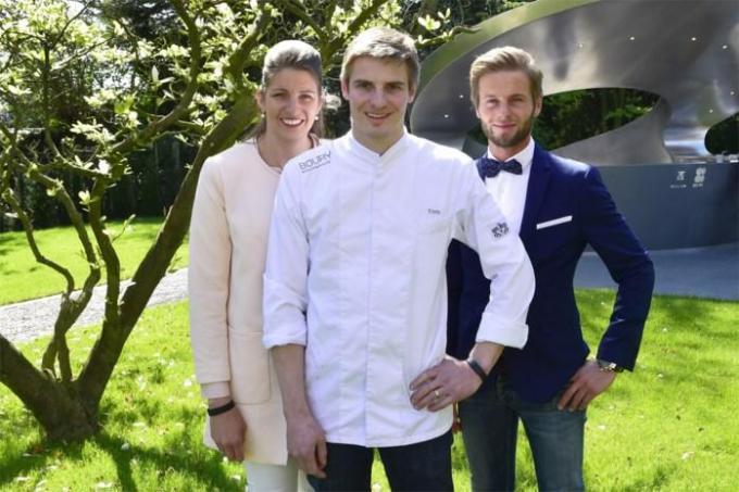 Inge Waeles, Tim Boury en Ben Boury in de tuin van het restaurant.© (foto SB)