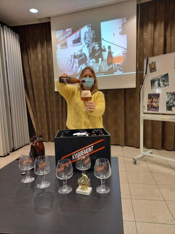 Zythologe Kristel Logie organiseerde een bier- en koersnamiddag in het OLV Gasthuis.© LBR