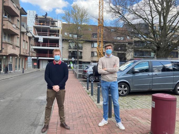 Nigel Casier en Matthias Leenknecht op de Melkmarkt waar de knip met in de Wijngaardstraat zou doorgevoerd worden.