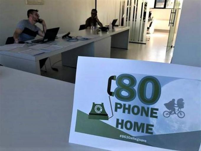 Vrijwilligers bellen wekelijks 80-plussers.©MYRIAM VAN DEN PUTTE MVQ