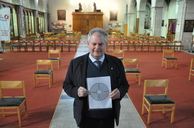Deken Henk Laridon wou de kerk een extraatje geven. (foto PJN)