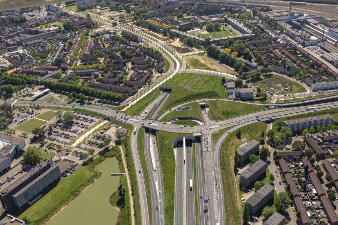 De noordelijke tunnelmonden. Het centrum van Maastricht ligt rechts. (foto Aron Nijs)©ARON NIJS FOTOGR FIE