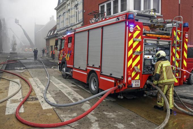 Meer dan 60 brandweermannen kwamen ter plaatse om het vuur te temmen.© CLL