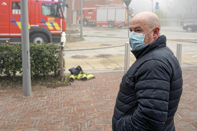 Klusjesman Eddy Vandooren ontdekte dinsdagochtend de vuurzee op de bovenverdieping van de kapel.© CLL