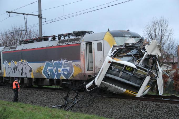 Bij het ongeval raakte alleen de treinbestuurder lichtgewond.© TP