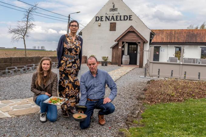 Yannick Lefranc en Eddy Deprez runnen de zaak met dochter Silke.© Wouter Meeus