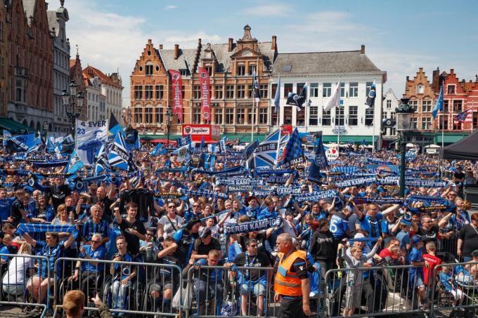 In 2018 konden de Club-supporters nog een gezellig feest bouwen op de Grote Markt.© Archief Belga