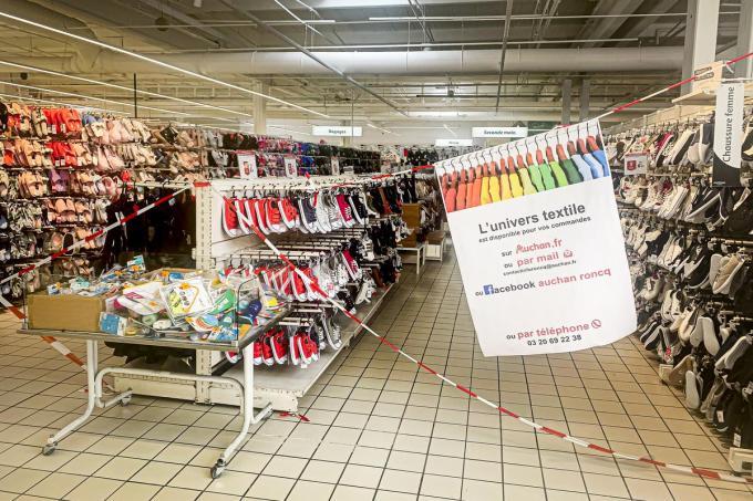Sommige afdelingen zijn met linten afgesloten.©JOKE COUVREUR