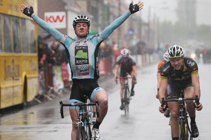 2 mei 2011: een piepjonge Yves Lampaert verslaat Bert Van Lerberghe en Jens Vandenbussche op het provinciaal kampioenschap voor beloften. Van jeugdwielrennen kwam er de voorbije maanden helaas maar weinig in huis. (foto a-RN)© KRANT VAN WEST-VLAANDEREN