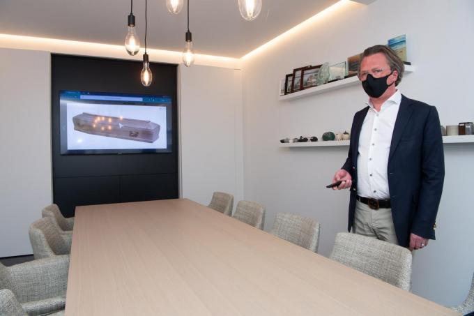 Peter Depoorter van het gelijknamige rouwcentrum beschikt voortaan over een digitale showroom. (foto Frank)© Frank Meurisse