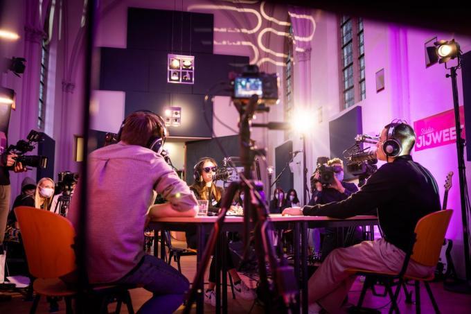 De jongeren doen hun verhaal in de studio.©Guillaume Van Laethem Agentschap Opgroeien