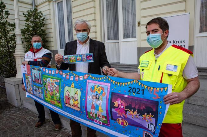 Dirk Van Durme, Carl Decaluwé en Maarten Berghmans. De gouverneur kocht zijn stickers al aan.© Davy Coghe