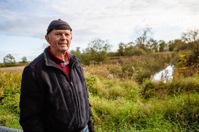 """Erik Ver Eecke van de vzw Groen: """"Waardevolle poldergrond dreigt verloren te gaan.""""© Davy Coghe"""