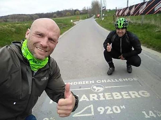De voorbije weekends liep het duo ter voorbereiding al marathons op hellingen in de Vlaamse Ardennen.© GF