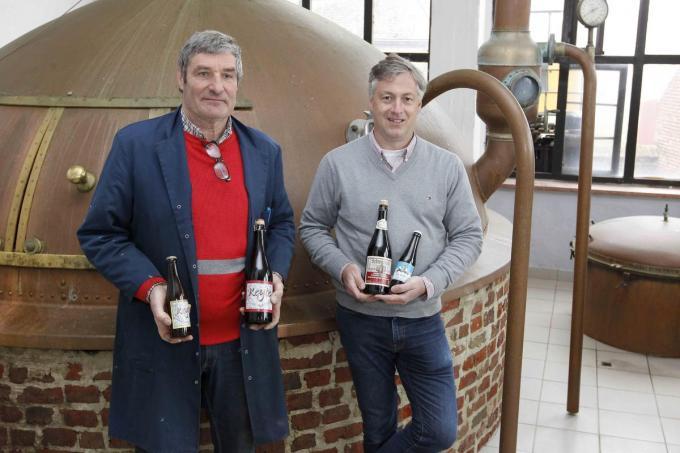 """Marc en Stefan Strubbe tussen de vaten in hun brouwerij: """"Het is niet rendabel om heel het productieproces op te starten voor een of meer dagen."""" (foto Coghe)©GINO COGHE Foto Coghe"""